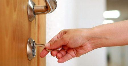 Como trocar uma fechadura